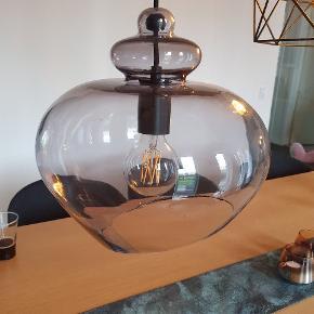 Frandsen Grace pendel 30 cm. I røget glas 👌  Ny pris 1699 kr.   Ny 750 kr