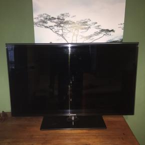 Lækkert 42' Samsung smart TV Ophæng medfølger.