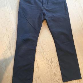 """Varetype: Bukser Størrelse: 36/36"""" Farve: Blå Oprindelig købspris: 1200 kr.  Sommerbukser, 5 lommet model i en super flot blågrå farve."""