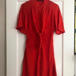 Fin, rød kjole fra Zara med bindebånd Str small ❤️