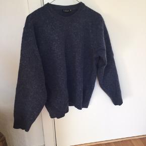 mørkeblå uld-sweater... kom med et bud
