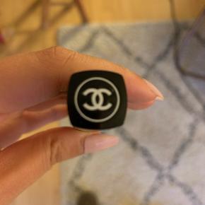 Lyserød concealer fra Chanel