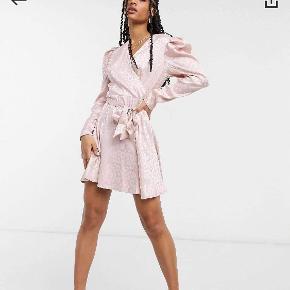Girl In Mind kjole