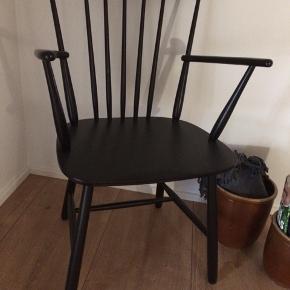 Gammel stol fra 1960erne Farstrup i bøg  Ingen løse led  Kan leveres for 100kr i Aalborg mod for ud betaling