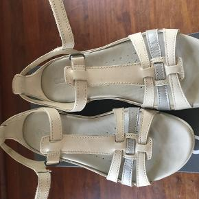 Har brugt disse sko et par gange - desværre så passer de ikke til min fod.  Sender gerne på købers regning