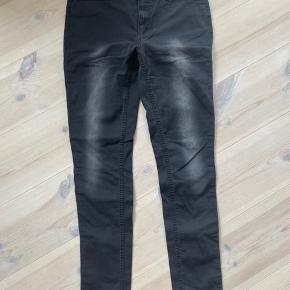 Jeans med masser sf stræk. Bemærk str 31/32