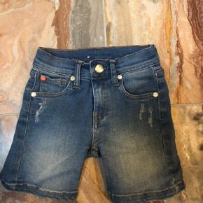 Mads Nørgaard shorts nsn str 98 50kr