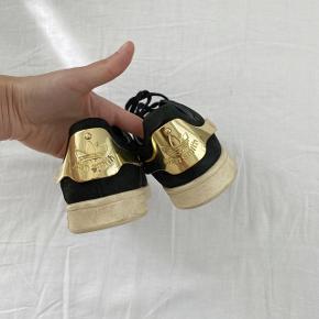 Adidas Ruskinds Metal back Stan Smith model  Guld metal bag på  Str. 37 1/3  Brugt men fejler intet