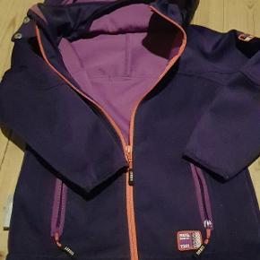 TICKET TO HEAVEN JAKKE STR.104 Super fin overgangs jakke. Brugt men i fin stand. Ingen huller, pletter eller synlig slid.  Sender med DAO på KØBERS regning