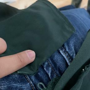 Brugt få gange Mangler dog en knap (som ses på billede to) men den kan sagtens bruges uden