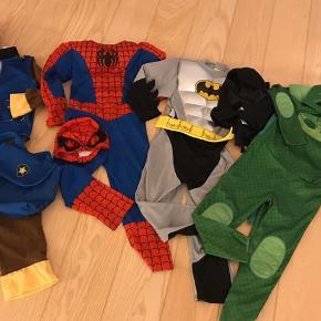 """4 udklædningsdragter: Spiderman m. """"muskler"""" str. 110/116, Pyjamasheltene str. 5-7, Batman med """"vaskebræt"""" str. 5-7 og Paw Patrole Chase str. 4-6. Sælges kun samlet. Pris fast."""