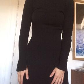 Virkelig lækker kjole fra hm, med lidt svaj i ærmerne ✨