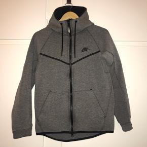 Nike Tech Fleece   Np. 730,- Mp. 350,-