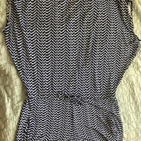 Smart buksedragt/shorts lækker stretch-jersey. Mønstret blå, sort og hvid. Åben i ryggen og skrålommer Ikke interesseret i at bytte.