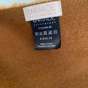 Mærke: Unmade Copanhagen. Købt i magasin. Materiale: 100% akryl