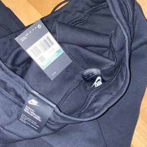 Købte dem i en forkert størrelse og kunne ikke få dem byttet - ny pris var vidst 750 kr