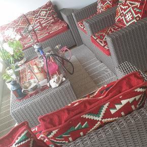havesæt + 2 borde . betrækket er lavet i Tyrkiet