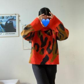 Super fin alpaca knit fra sidste års kollektion. Brugt meget få gange. Super blød, varm og dejlig. Er lidt oversized i strørrelsen 🎈