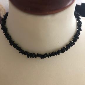 Flot sort rav halskæde