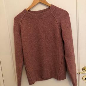 Fin sweater brugt få gange. Fejler intet.