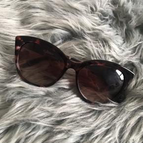 Super fine solbriller, aldrig brugt 🌸💛 har et cat eye look