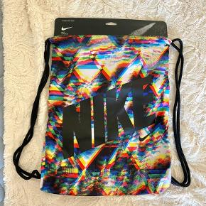 Ubrugt gym bag / sport bag fra Nike.  Sender ikke :)