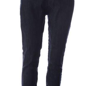 Varetype: 💚🌸💚 NY smart buks ca. str. 38/40 - se mål   2 fotos Størrelse: 27 - se mål(stretch) Farve: Mørkeblå Oprindelig købspris: 899 kr.  MEK T07 TRS buks str. 27:   Beskrivelse: Lækre blå jeans ridebukser fra TRS med lommer for og bag og spænde i lænden.  98% bomuld, 2% lycra   Vask 40*   Mål:  Livmål: 2 x 39 cm - med lidt stretch  Indvendig benlængde: ca. 79 cm  Talje til skridtlængde: 27 cm  Helt nye! --------------------------------------------------------- --------------------------------------------------------- Priside: 295 plus porto :O) eller BYD!  Bytter ikke!  ** Se også alle mine andre annoncer med tøj og sko - Tøj: str. 34-50 Sko/støvler: 36-41 desuden tasker, smykker, tørklæder, bælter o.m.a.**  *** Klik på mit brugernavn for at se samtlige annoncer ***  ******************************************** ******************* OBS ********************* ***** VÆLGER KØBER IKKE FORSIKRET FORSENDELSE **** ********** KØBES INDLEVERINGSATTEST *********** ********************************************