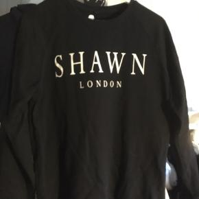 Sælger denne lækre sweatshirt fra Shawn London. Sælger den billigt så bare byd:)