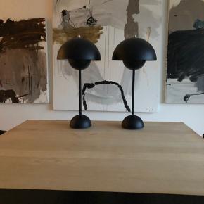 Verner Panton bordlamper sælges. Kongeblå, original emballage og kvittering haves. Aldrig brugt....