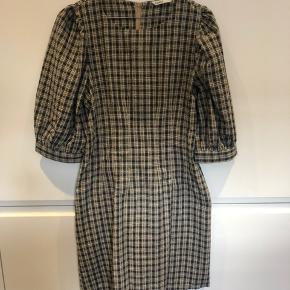 Populær Only kjole m. pufærmer str. 42 men jeg er en M og den passer mig!