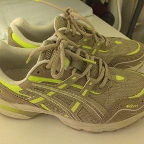 Nye sneakers - kun brugt 1 gang - fejler intet.