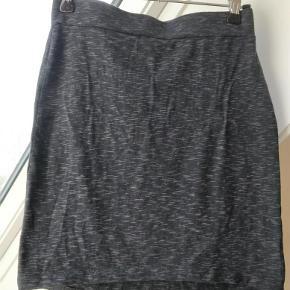 Varetype: Smart nederdel Farve: Se billeder Prisen angivet er inklusiv forsendelse.