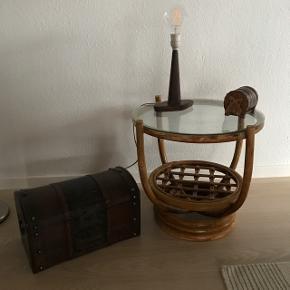 Skønt rundt bambus bord 50 cm i dia og 50 cm højt                                  Mp 300kr  Randers nv ofte Århus Ålborg København mm Til salg på flere sider