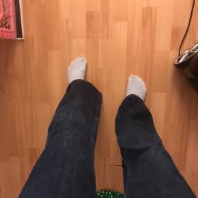 Så flotte!!! Kan desværre ikke passe dem længere - har samme fit som voyage bukserne fra weekday  BYD LØS🤍 #30dayssellout