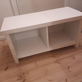 BILLIG. Både brugt som tv-bord og som opbevaring i vores gang. Kan afleveres hvis tæt på Aarhus. 88,40,46 cm