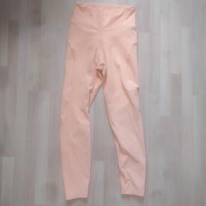 """Leggings fra Better Bodies sælges efter et par ganges brug, da jeg havde troet farven var mere mørk orange.  Det er deres """"high waist"""" model."""