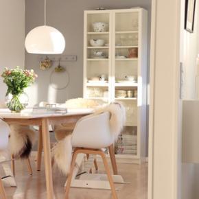 IKEA skab med glaslåger, 80x202x30 cm. Har brugsspor.