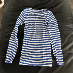 Sælger denne flotte bluse i en str. Small. Brugt meget få gange, og er så god som ny🌸