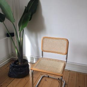 Marcel Beuer retro design chair. The material is a but damaged on one said of the chair (see photo attached) but still in a good condition. Price: 200 DKK