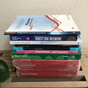 Blandede bøger sælges samlet for 100 kr