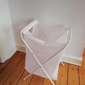 Vasketøjskurv fra IKEA. Slidt, men kan sagtens bruges. Gratis ved afhentning😊
