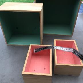 4 kasser med malet mint/lyserød Samlet 75 kr