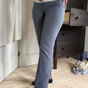 Lækre går bukser. Lidt habit men sidder pænt i taljen og om numsen🌸
