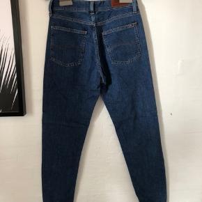 Jeans fra Tommy jeans. Brugt få gange. Størrelse 26/32, som cirka svarer til en str. S.
