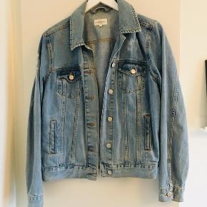 Global funk denim jakke str. M, brugt men i god stand. Nypris 500.