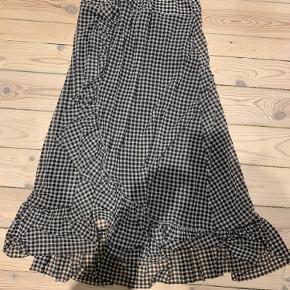 Super fin maxi nederdel. Kun brugt et par gange og kun vasket i hånden.  Bytter ikke ☺️