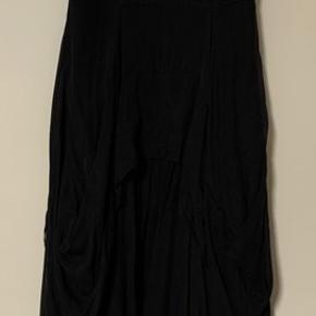 100% silke kjole.  Betaling via mobilepay plus forsendelse.
