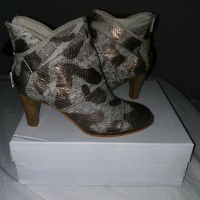 Metallic nye Sofie Schnoor støvlet STR. 41 ny pris 1500,-