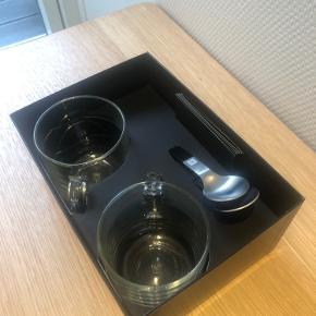 To stk. nespresso glas kopper med tilhørende skeer. Aldrig brugt.