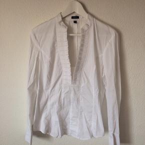 Esprit - skjorte Str. 40 Næsten som ny Farve: hvid Mål: Brystvidde: 108 cm hele vejen rundt Længde: 62 cm Køber betaler Porto!  >ER ÅBEN FOR BUD<  •Se også mine andre annoncer•  BYTTER IKKE!